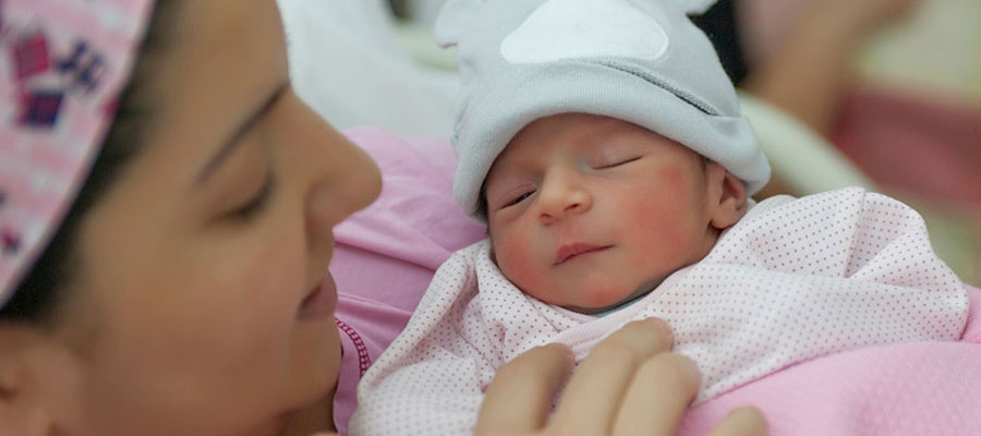 stock-mother-newborn-birth_900x400